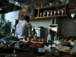 5 restaurant industry trends that are shifting customer service strategies